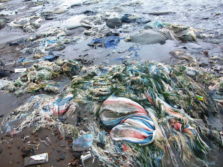 litter-on-the-beach